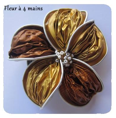 fleur à 4 mains